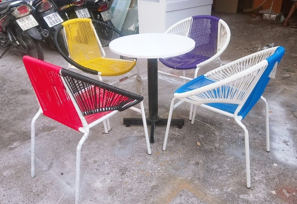 Mẫu bàn ghế cafe đẹp khung sơn tĩnh điện
