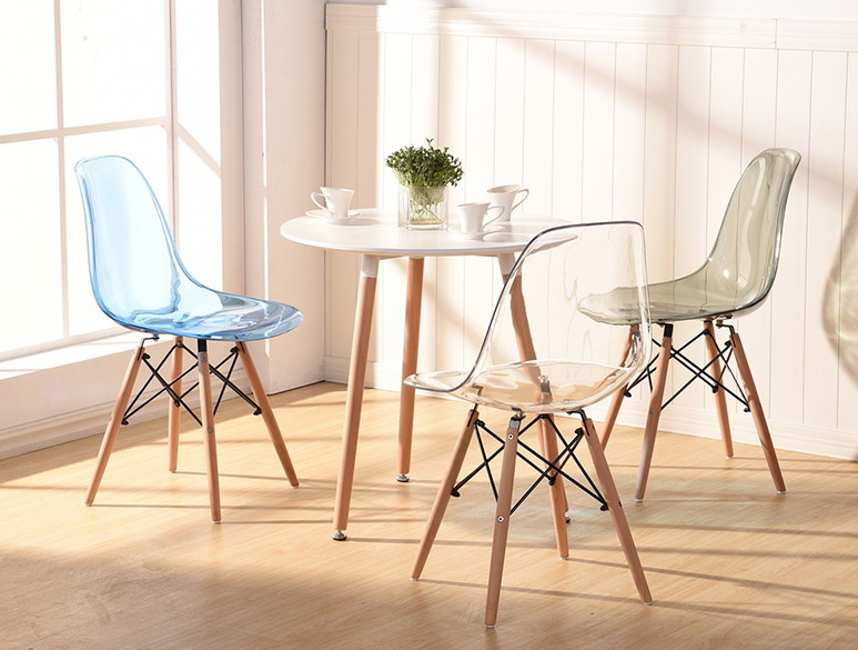 Tóp mẫu bàn ghế cafe đẹo thiết kế chân gỗ mặt bàn bằng nhựa